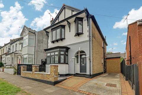 3 bedroom detached house for sale - Sandown Avenue, Westcliff-on-Sea