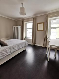5 bedroom house to rent - Westbury Street, ,