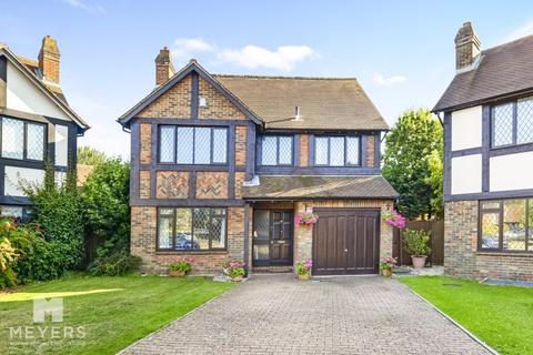 4 bedroom detached house for sale - Bishops Close, Littledown, BH7