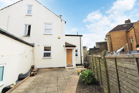 2 bedroom house to rent - Canterbury Street, Gillingham
