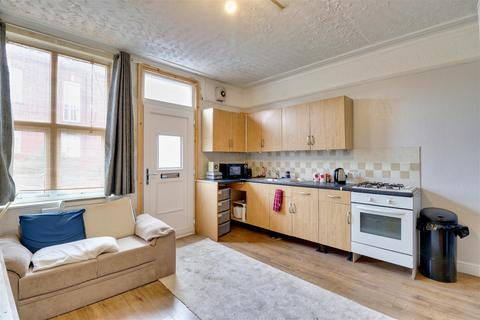 4 bedroom end of terrace house for sale - Athlone Terrace, Armley