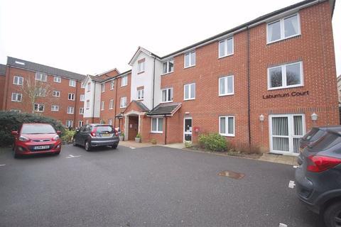 2 bedroom flat for sale - Laburnum Court, Uxbridge