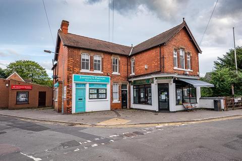3 bedroom flat to rent - Main Street, Burton Joyce, Nottingham, NG14