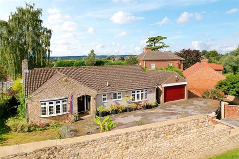 3 bedroom detached house for sale - York Road, Wollaston, Northamptonshire, NN29