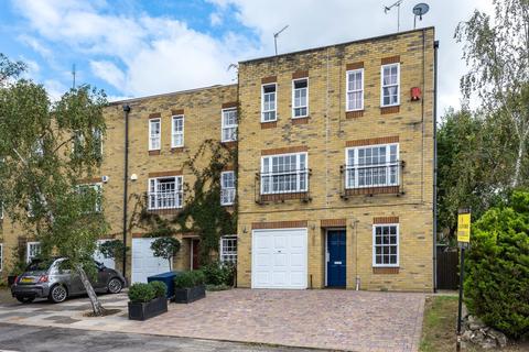 4 bedroom semi-detached house for sale - Woodclyffe Drive Chislehurst BR7