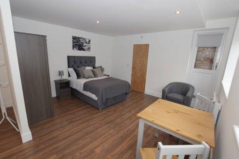 Studio to rent - Stafford Street, Stafford, ST16