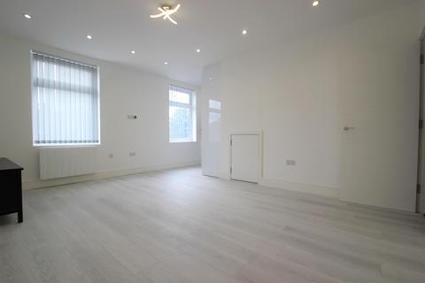 1 bedroom flat to rent - Collier Row Road, Collier Row, Romford, Essex, RM5 2BB