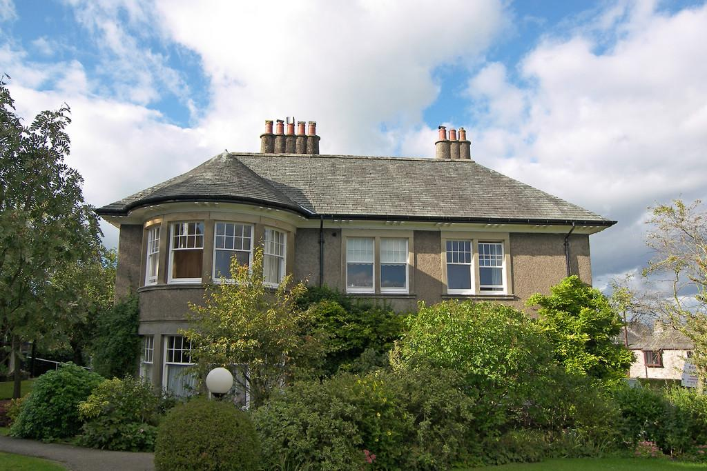 2 Bedrooms Apartment Flat for sale in 33 Eaveslea, Kirkby Lonsdale, LA6 2AB