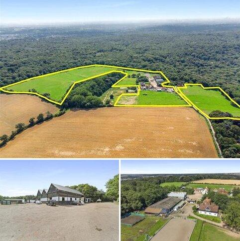 6 bedroom equestrian property for sale - Woodredon Farm & Equestrian Centre, Woodredon Farm Lane, Waltham Abbey, Essex, EN9