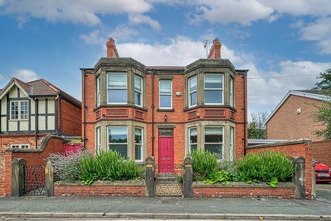 5 bedroom detached house for sale - Bath Road, Wrexham
