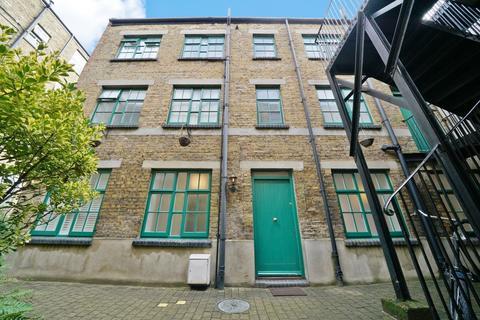 2 bedroom maisonette to rent - Oakley Yard, Bacon Street, Shoreditch, E2