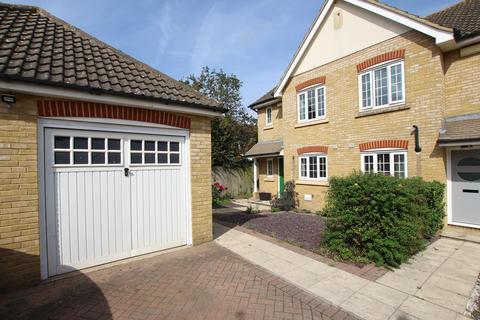 3 bedroom semi-detached house to rent - Sorrell Way, Biggleswade, SG18