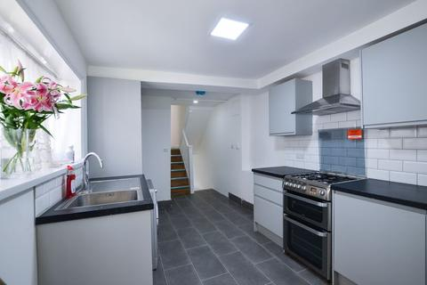 2 bedroom maisonette to rent - Bouverie Road, Stoke Newington N16