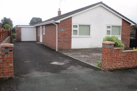 3 bedroom detached bungalow to rent - 2 Parkers Close,