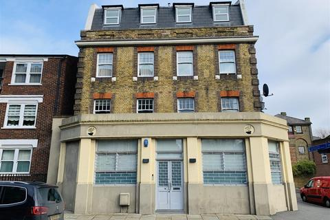 2 bedroom flat to rent - Clarence Place, Hackney