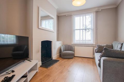 2 bedroom terraced house to rent - Railway Terrace, Holgate, York, YO24 4BN
