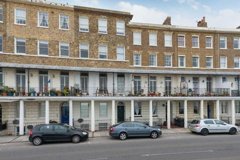 2 bedroom flat for sale - Wellington Crescent, Ramsgate