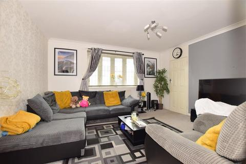 3 bedroom semi-detached house for sale - Bearing Close, Chigwell, Essex