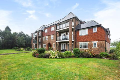 3 bedroom flat for sale - West Common Road, Hayes