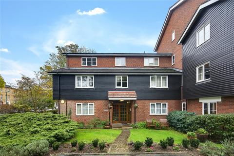 2 bedroom flat for sale - Cedar Court, Grosvenor Road, London, E11