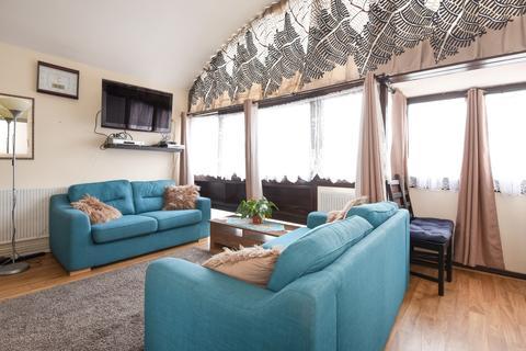 Studio to rent - Golden Lane Estate Barbican EC1Y