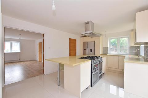 3 bedroom end of terrace house for sale - Harbourer Road, Hainault, Ilford, Essex