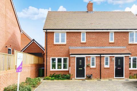 3 bedroom semi-detached house for sale - Muggeridge Road, Billingshurst, RH14