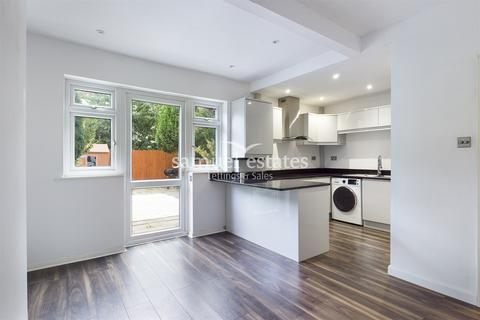 3 bedroom terraced house to rent - Runnymede Crescent, London, SW16