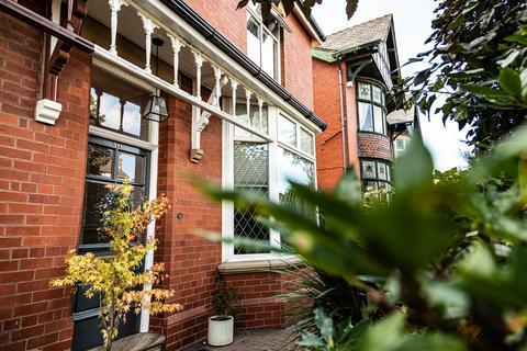 5 bedroom semi-detached house for sale - Middleton Road, Chadderton, Oldham