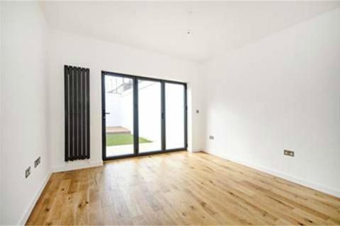 3 bedroom ground floor flat for sale - Chaplin Road, London