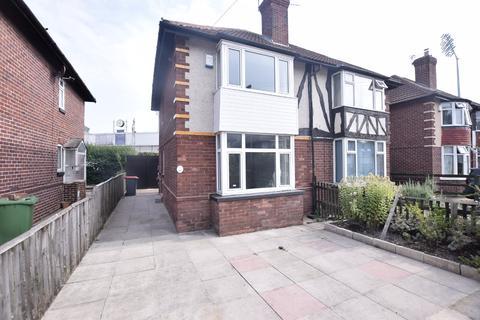 2 bedroom semi-detached house to rent - Greyshiels Avenue, Leeds