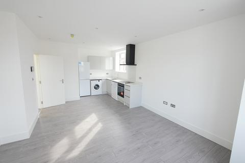 3 bedroom apartment to rent - Station Crescent, Ashford, TW15