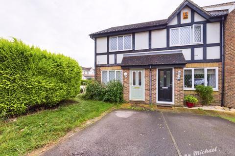 2 bedroom end of terrace house for sale - Shepherd Close, Aylesbury