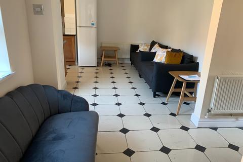 4 bedroom detached house to rent - Nucott, New Street