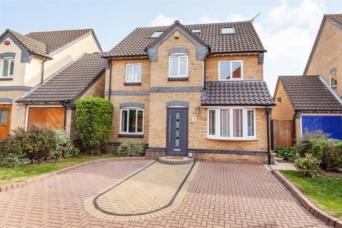 6 bedroom detached house for sale - Bartholomew Drive, Harold Wood, Romford