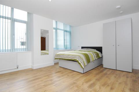 Studio to rent - St. Andrews Cross, Plymouth
