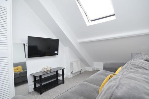 4 bedroom apartment to rent - Napier Terrace, Flat 3, Plymouth