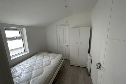 1 bedroom in a house share to rent - Denny Road, London