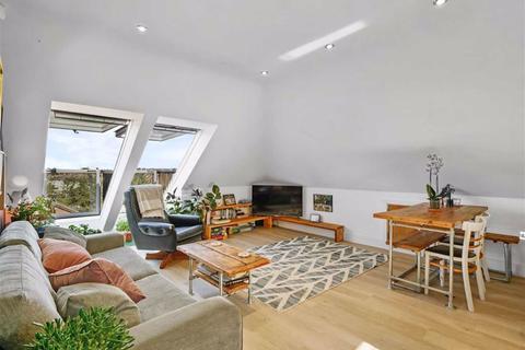 2 bedroom flat for sale - Snowdown Close, Penge, London