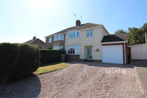 3 bedroom semi-detached house for sale - Meriden Avenue, Stourbridge
