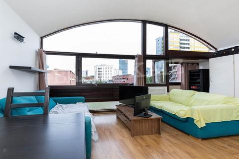 Studio to rent - Golden Lane Estate