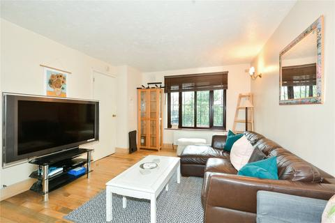 2 bedroom flat to rent - Discovery Walk, London