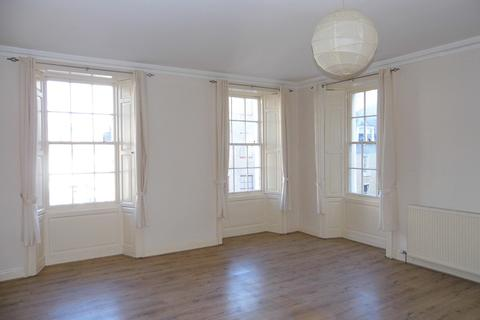 3 bedroom flat to rent - Watergate, Perth PH1