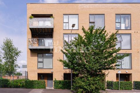 2 bedroom maisonette for sale - Hickman Avenue, Highams Park, E4