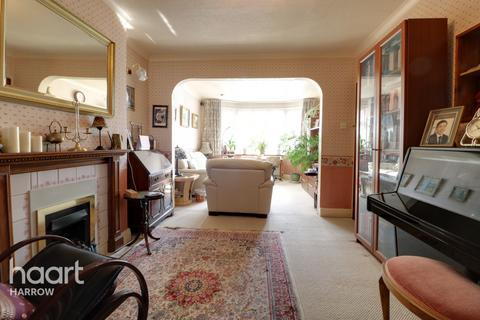 3 bedroom semi-detached house for sale - St Davids Drive, HA8