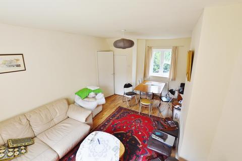 3 bedroom property to rent - Brooks Avenue, London, E6