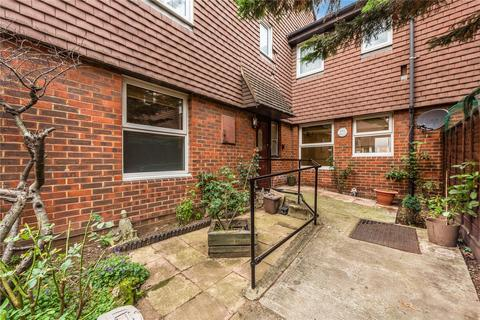 1 bedroom ground floor flat for sale - Pedworth Gardens , Raymouth Road, London, SE16