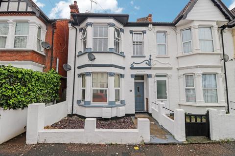 2 bedroom flat to rent - Burdett Avenue, Westcliff-on-sea, SS0