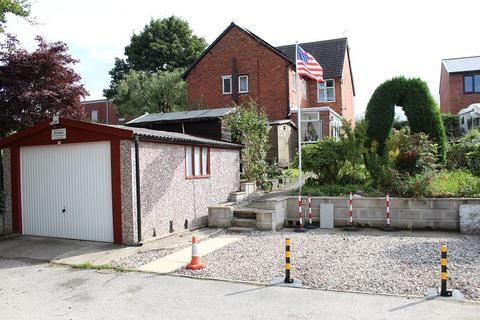 3 bedroom semi-detached house for sale - Limes Avenue, Alfreton, Derbyshire. DE55 7DW