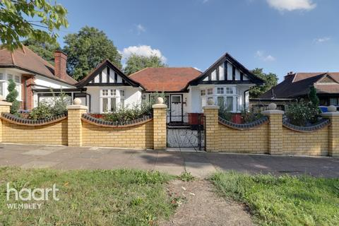 3 bedroom detached bungalow for sale - Barn Hill, Wembley